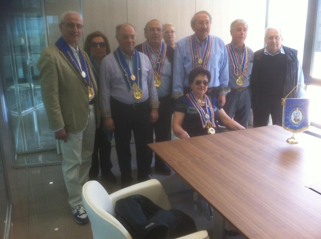 Emio Volpe il primo a sinistra con i gourmet a visitare il suo ufficio nel nuovo stabilimento di Cesena
